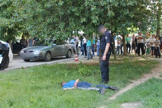 В Ужгороді поліцейський отримав кулю у голову, але все одно затримав грабіжника: фото, фото-1