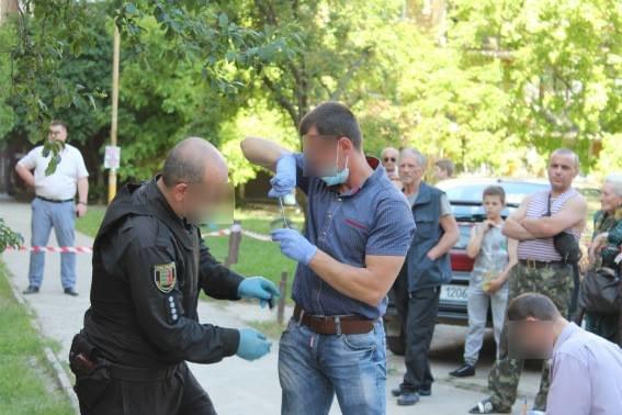 В Ужгороді поліцейський отримав кулю у голову, але все одно затримав грабіжника: фото, фото-2