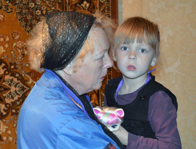 Правоохранители заботятся об авдеевских семьях, в которых воспитываются девочки-сироты, фото-3