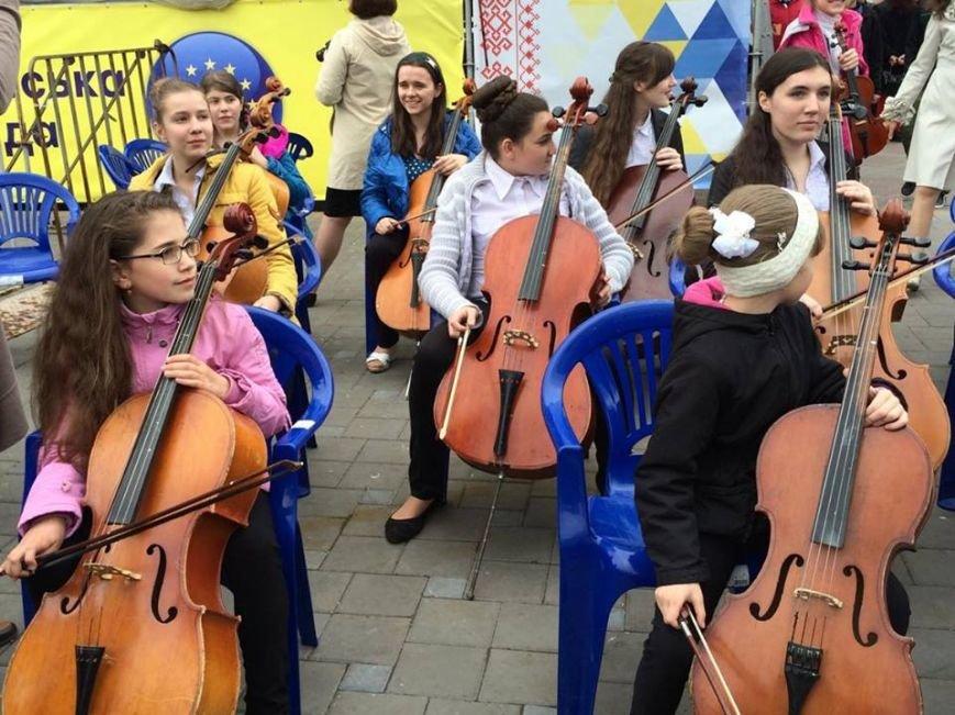 В Мариуполе гимн ЕС исполнили 150 юных музыкантов с Востока Украины (ФОТО, ВИДЕО), фото-4