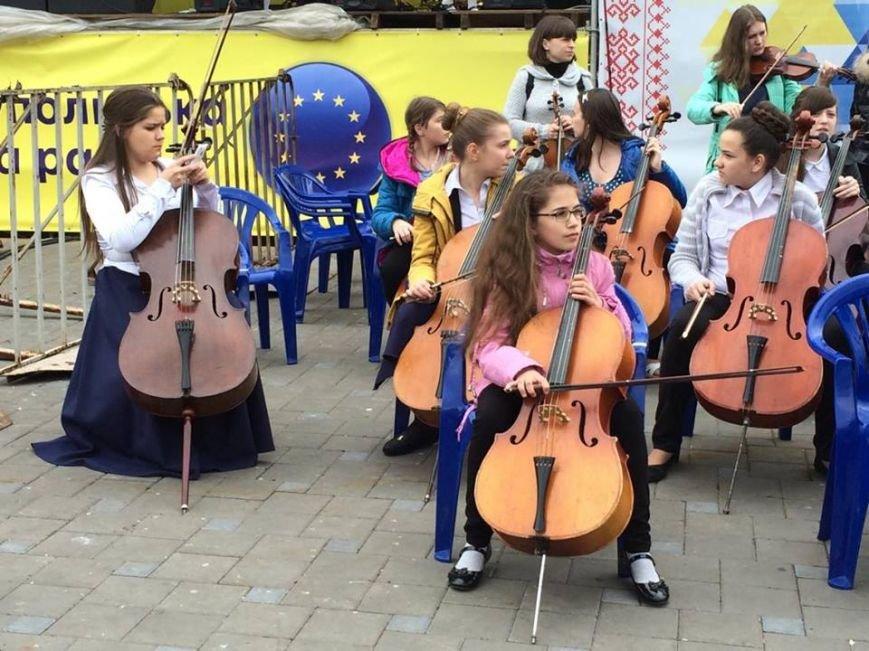 В Мариуполе гимн ЕС исполнили 150 юных музыкантов с Востока Украины (ФОТО, ВИДЕО), фото-2