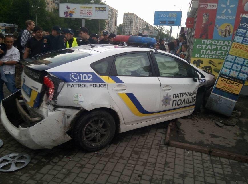В Одессе полиция врезалась в магазин: пострадали две девушки (ФОТО, ВИДЕО), фото-14