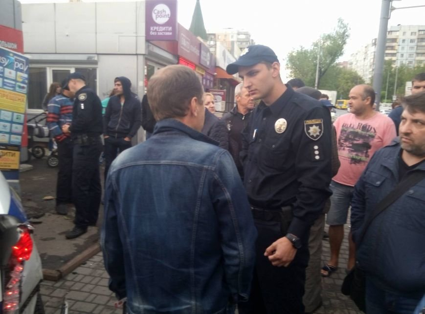 В Одессе полиция врезалась в магазин: пострадали две девушки (ФОТО, ВИДЕО), фото-4