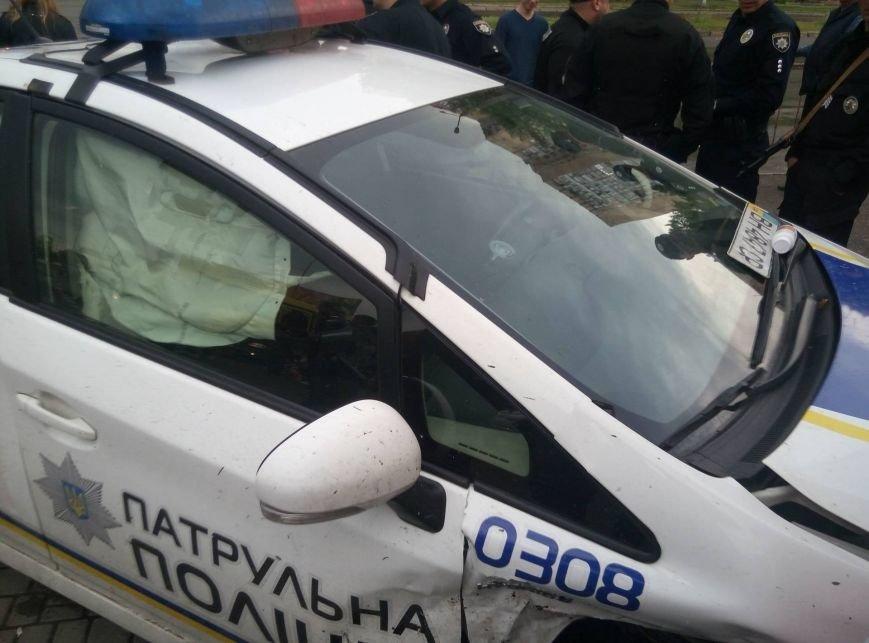 В Одессе полиция врезалась в магазин: пострадали две девушки (ФОТО, ВИДЕО), фото-11