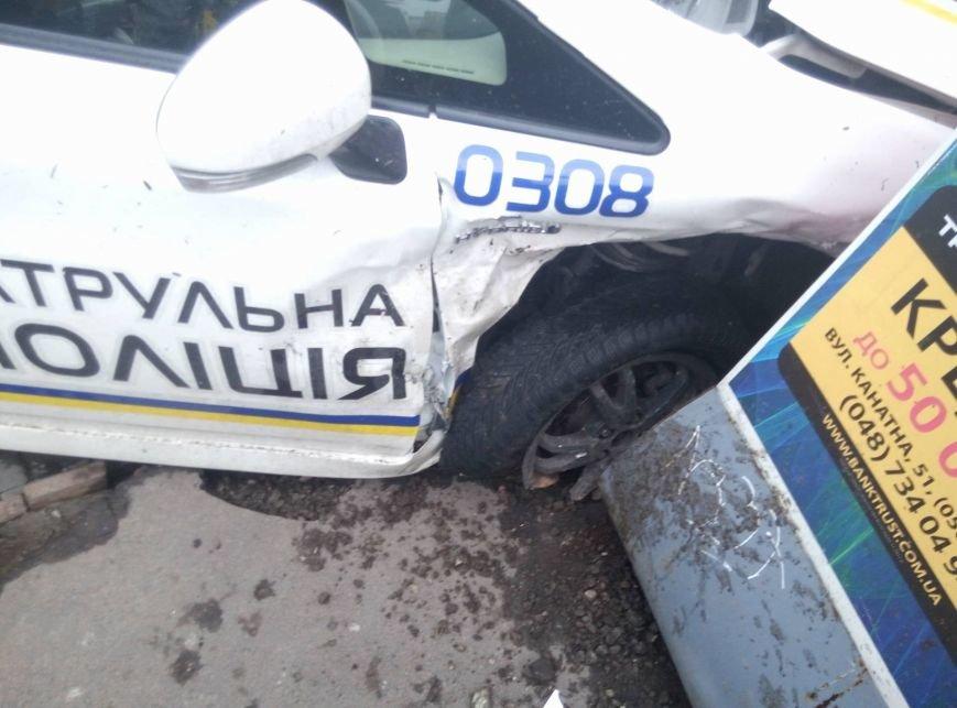 В Одессе полиция врезалась в магазин: пострадали две девушки (ФОТО, ВИДЕО), фото-10