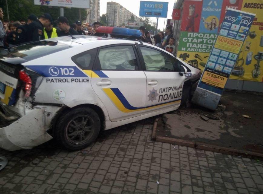 В Одессе полиция врезалась в магазин: пострадали две девушки (ФОТО, ВИДЕО), фото-15