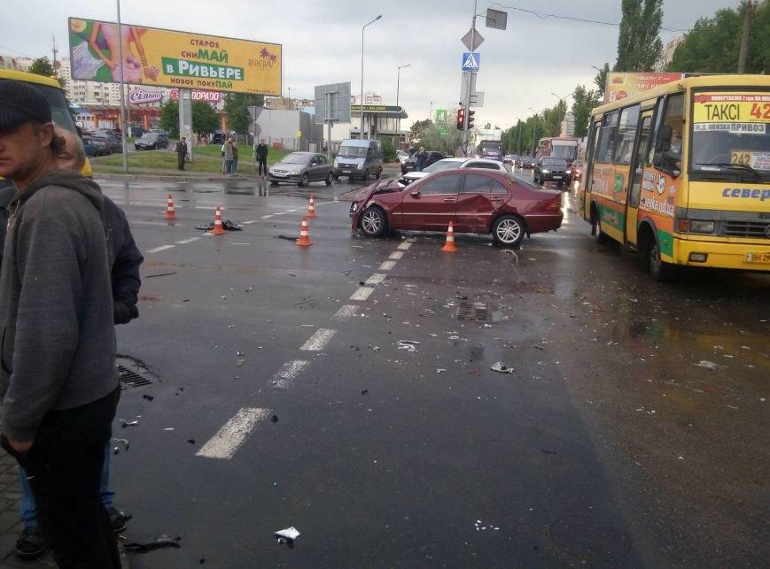 В Одессе полиция врезалась в магазин: пострадали две девушки (ФОТО, ВИДЕО), фото-13