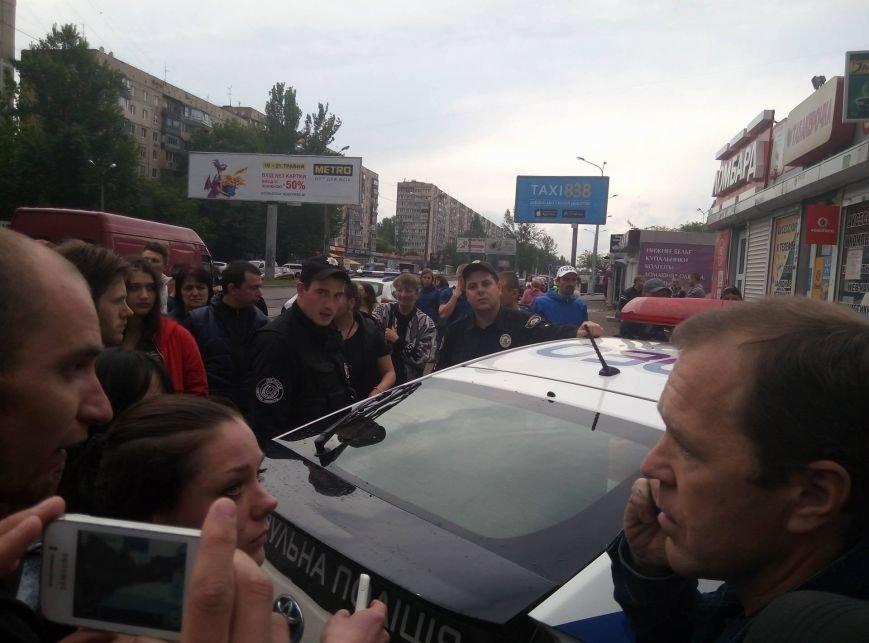 В Одессе полиция врезалась в магазин: пострадали две девушки (ФОТО, ВИДЕО), фото-2