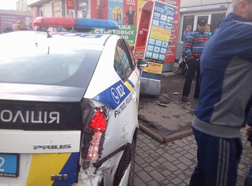 В Одессе полиция врезалась в магазин: пострадали две девушки (ФОТО, ВИДЕО), фото-6