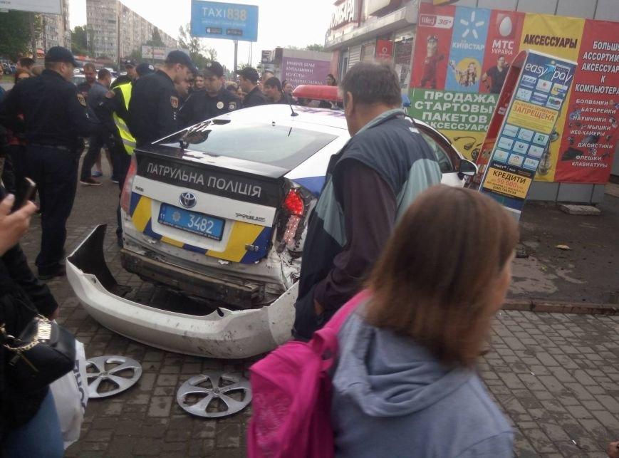 В Одессе полиция врезалась в магазин: пострадали две девушки (ФОТО, ВИДЕО), фото-16
