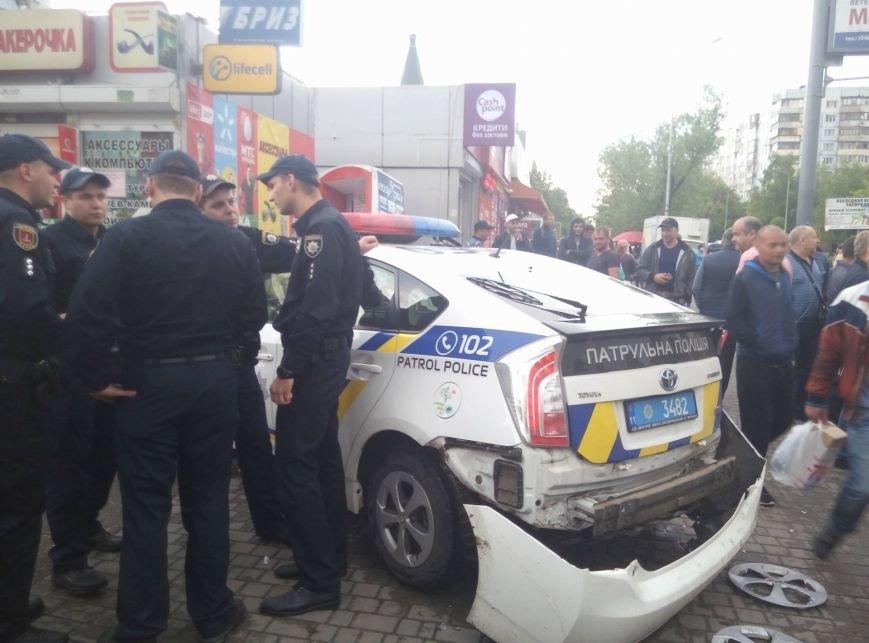 В Одессе полиция врезалась в магазин: пострадали две девушки (ФОТО, ВИДЕО), фото-7