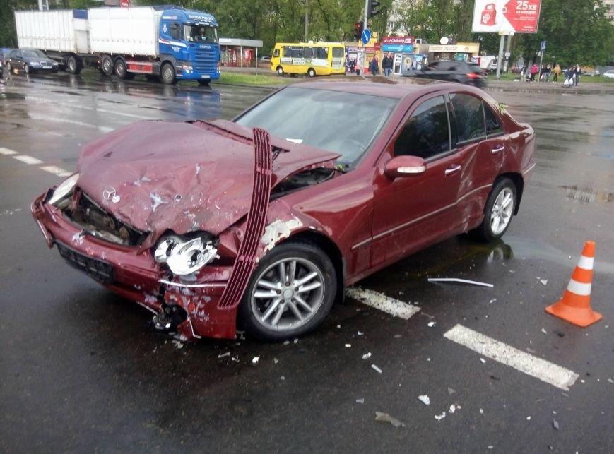 В Одессе полиция врезалась в магазин: пострадали две девушки (ФОТО, ВИДЕО), фото-12