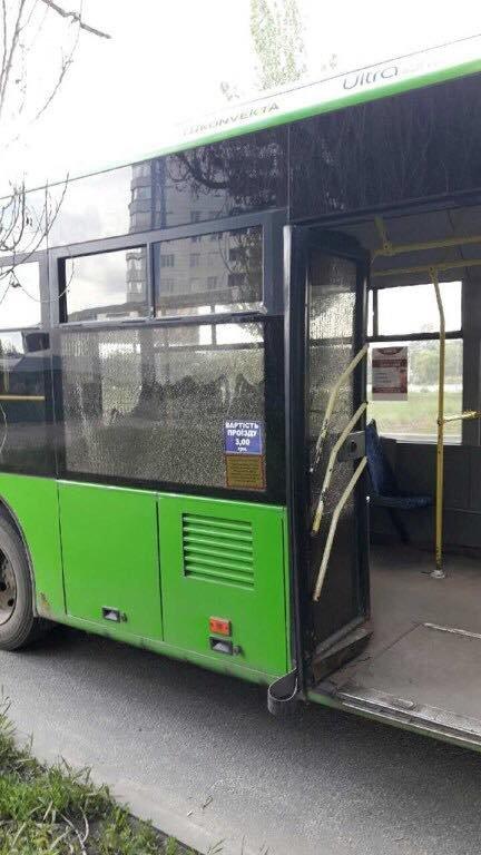 В Харькове неизвестные обстреляли троллейбус (ФОТО), фото-1