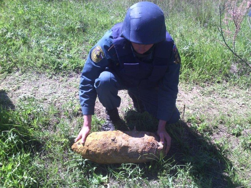 В Крыму рядом с кладбищем нашли бомбу (ФОТО), фото-1