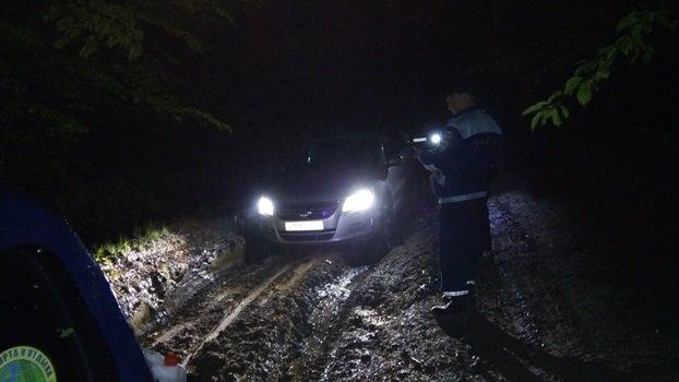 В горах Крыма 5 часов спасали детей и взрослых, застрявших в машинах (ФОТО), фото-2