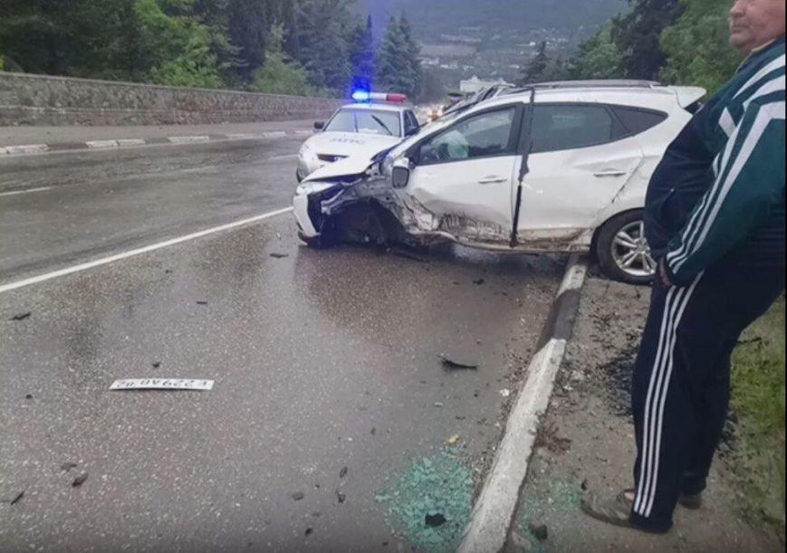 """Сегодня на крымских трассах в ДТП попала свадебная машина, а мотоцикл """"влетел"""" под грузовик (ФОТО), фото-2"""