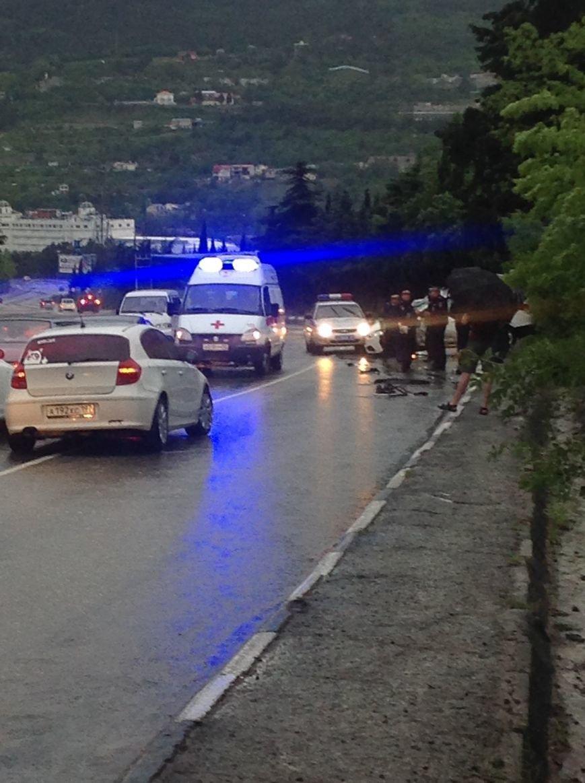 """Сегодня на крымских трассах в ДТП попала свадебная машина, а мотоцикл """"влетел"""" под грузовик (ФОТО), фото-3"""