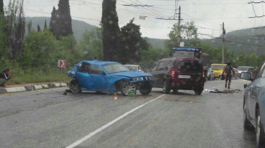 """Сегодня на крымских трассах в ДТП попала свадебная машина, а мотоцикл """"влетел"""" под грузовик (ФОТО), фото-4"""