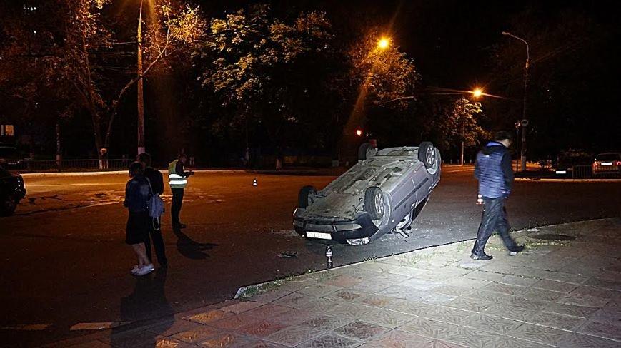 В Мариуполе на перекрестке перевернулась легковушка (Дополнено,ФОТО), фото-4