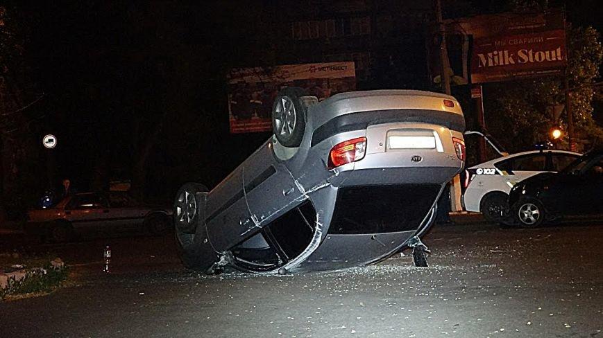 В Мариуполе на перекрестке перевернулась легковушка (Дополнено,ФОТО), фото-5