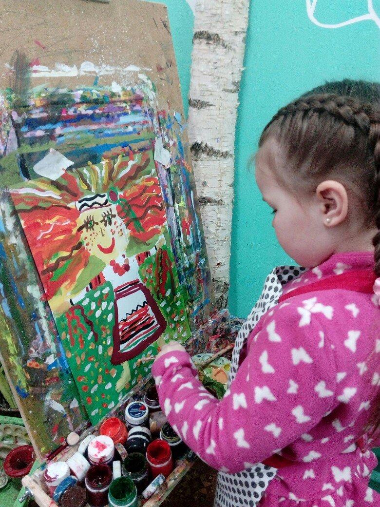 Много рисуют и с удовольствием. Узнали, как дела у победителей детского конкурса рисунка на Gorod214.by, фото-8