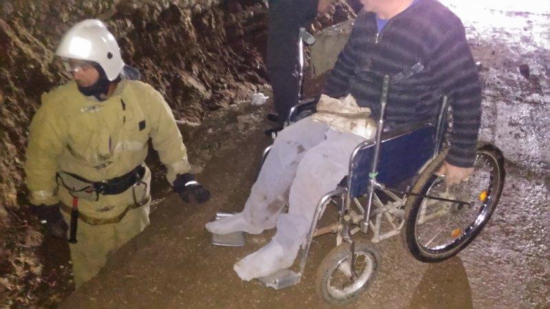 В Крыму пенсионер в инвалидной коляске упал в траншею (ФОТО), фото-2