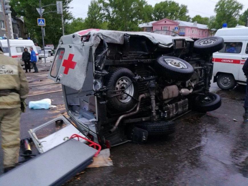 В Засвияжье погиб водитель ВАЗа, протаранивший «скорую помощь». ФОТО, фото-2