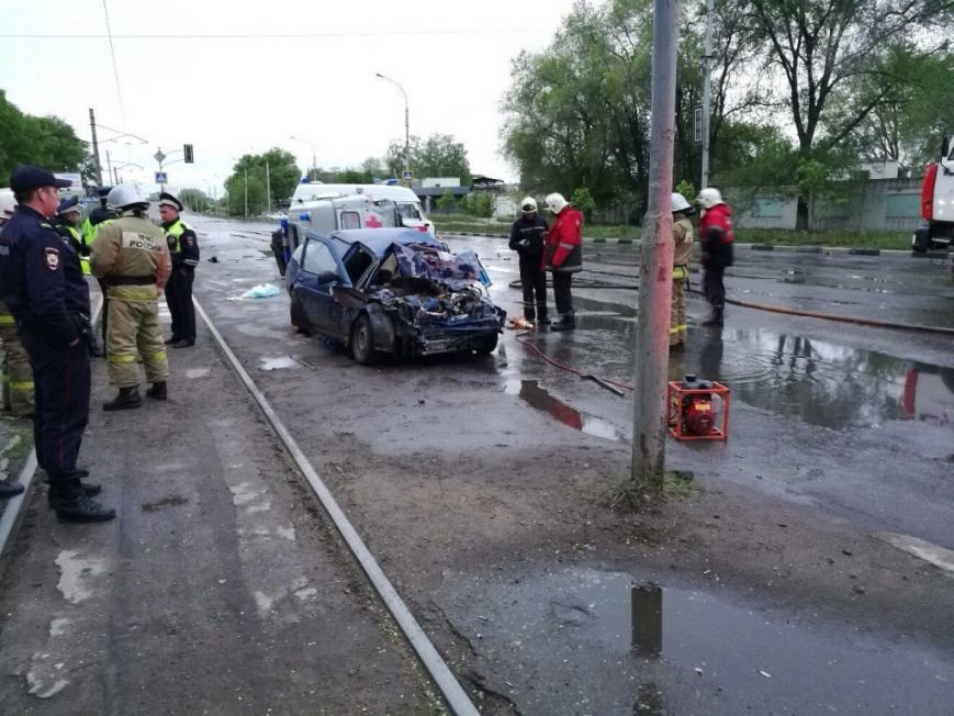 В Засвияжье погиб водитель ВАЗа, протаранивший «скорую помощь». ФОТО, фото-1