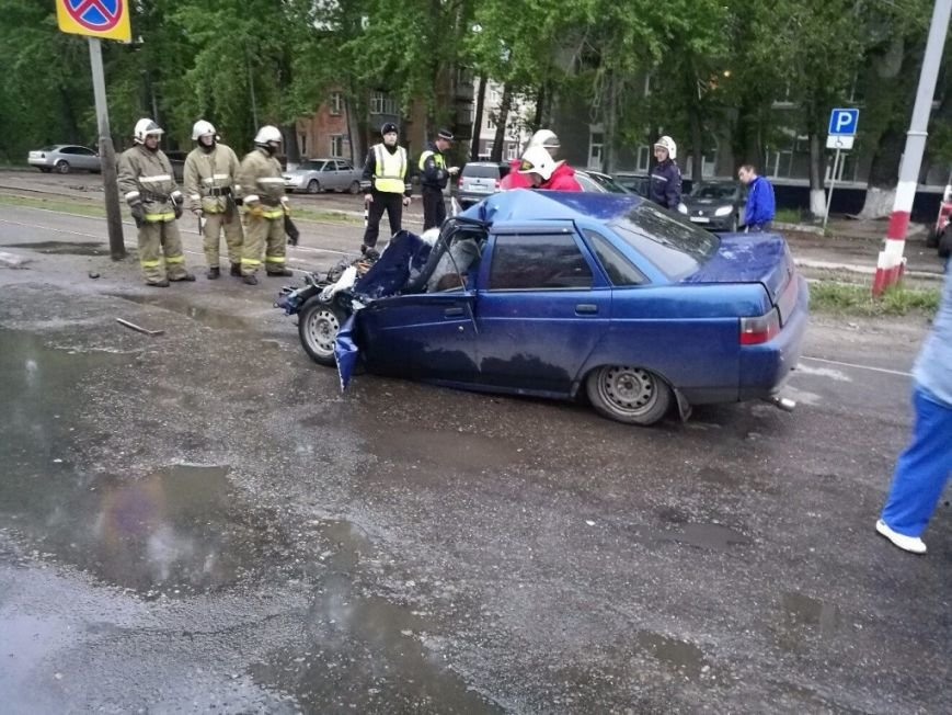 В Засвияжье погиб водитель ВАЗа, протаранивший «скорую помощь». ФОТО, фото-3