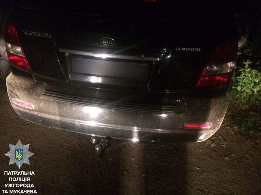 Як ужгородські патрульні затримували на Одеській вулиці водія та пасажира з пістолетом та гранатою: фото, фото-6