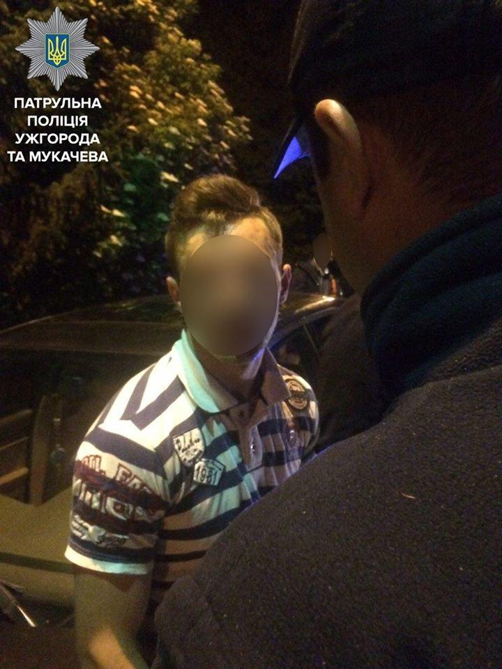 Як ужгородські патрульні затримували на Одеській вулиці водія та пасажира з пістолетом та гранатою: фото, фото-3