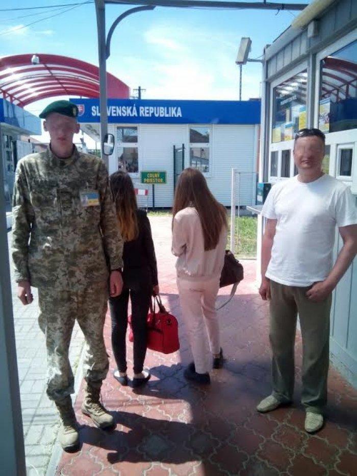 На закарпатському кордоні затримали 3-х чоловіків, які хотіли переправити до ЄС 2-х 20-річних дівчат у секс-рабство: фото, фото-1