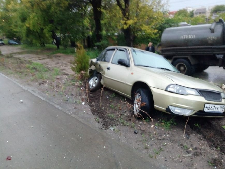 В Симферополе водитель иномарки разбил машину на 300 тысяч и улетел в кювет (ФОТО), фото-3