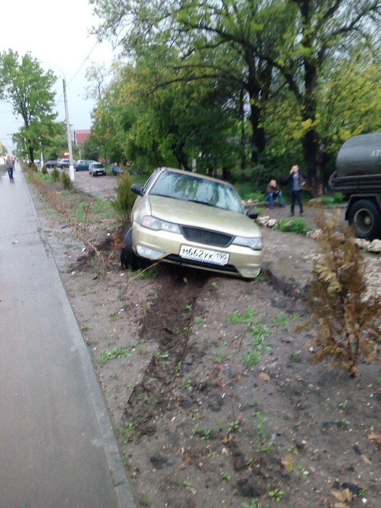 В Симферополе водитель иномарки разбил машину на 300 тысяч и улетел в кювет (ФОТО), фото-5