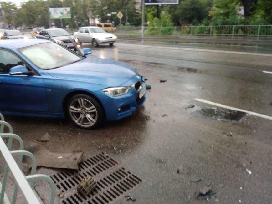В Симферополе водитель иномарки разбил машину на 300 тысяч и улетел в кювет (ФОТО), фото-1