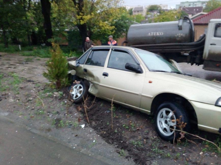 В Симферополе водитель иномарки разбил машину на 300 тысяч и улетел в кювет (ФОТО), фото-4