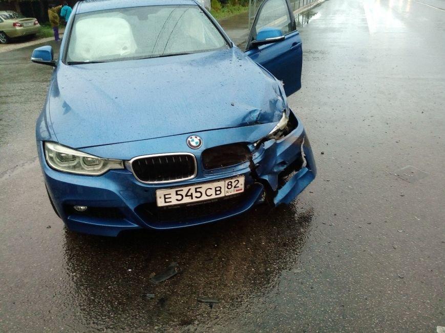 В Симферополе водитель иномарки разбил машину на 300 тысяч и улетел в кювет (ФОТО), фото-2