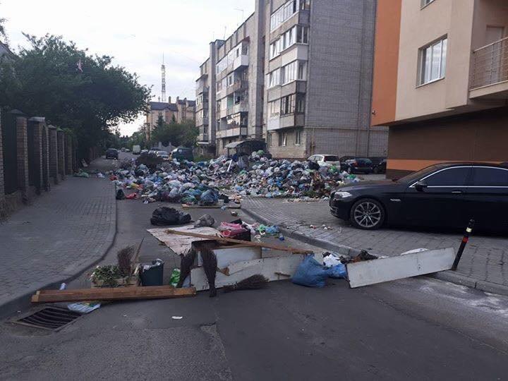 Львів'яни забарикадували вулицю Кондукторську сміттям: фото з місця події, фото-4