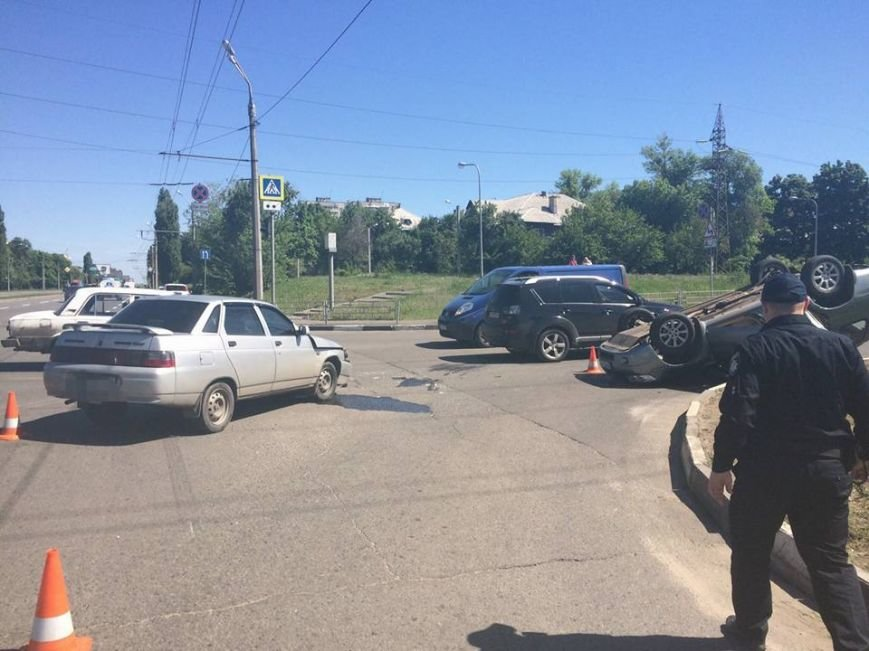 На проспекте Льва Ландау перевернулась иномарка (ФОТО), фото-1