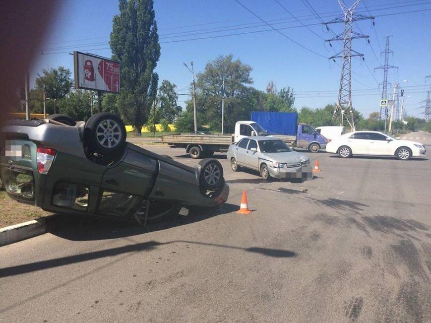 На проспекте Льва Ландау перевернулась иномарка (ФОТО), фото-2