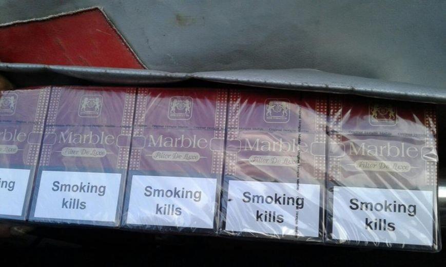 """На Закарпатті біля кордону з Румунією затримали чоловіка, який запакував у свій """"Мітсубісі"""" 10 000 пачок цигарок: фото, фото-6"""