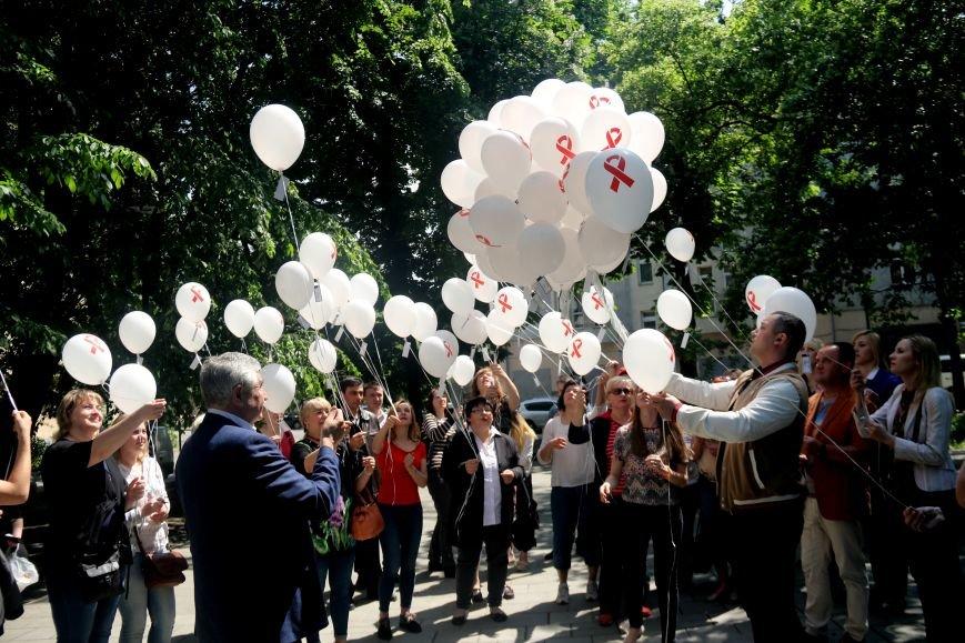 Незабуті: у Львові пом'янули померлих від епідемії ВІЛу та СНІДу (ФОТОРЕПОРТАЖ), фото-10
