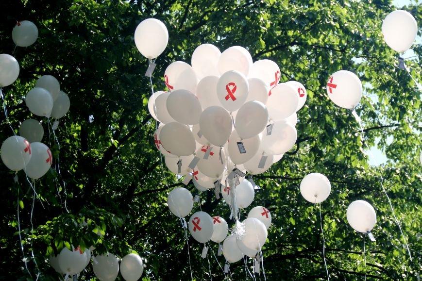 Незабуті: у Львові пом'янули померлих від епідемії ВІЛу та СНІДу (ФОТОРЕПОРТАЖ), фото-11