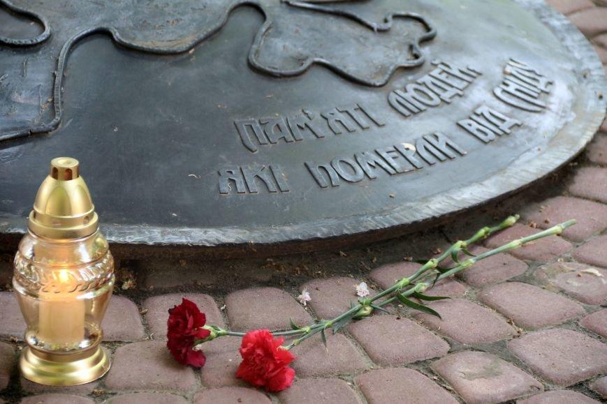 Незабуті: у Львові пом'янули померлих від епідемії ВІЛу та СНІДу (ФОТОРЕПОРТАЖ), фото-4