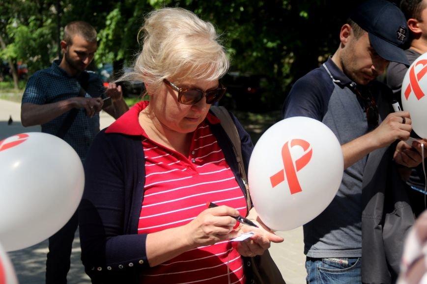 Незабуті: у Львові пом'янули померлих від епідемії ВІЛу та СНІДу (ФОТОРЕПОРТАЖ), фото-8