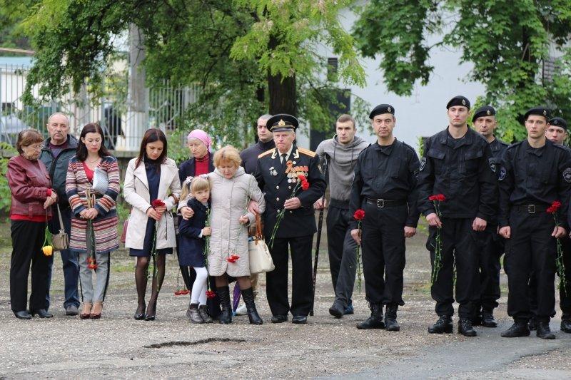 В симферопольской школе открыли мемориальную доску в память о погибшем сотруднике полиции (ФОТО), фото-1