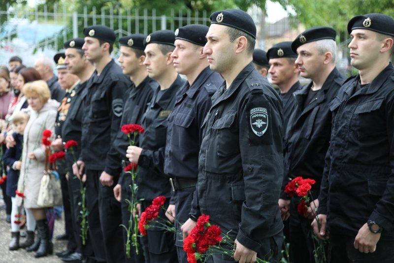 В симферопольской школе открыли мемориальную доску в память о погибшем сотруднике полиции (ФОТО), фото-4