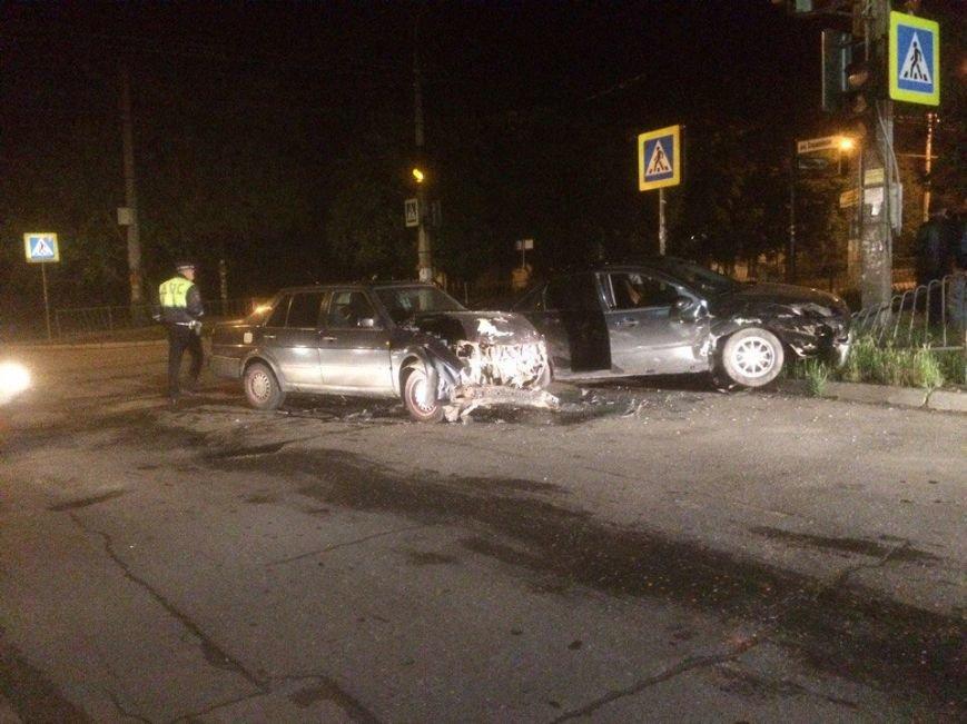 В Симферополе дама в иномарке устроила аварию на перекрестке (ФОТО), фото-1