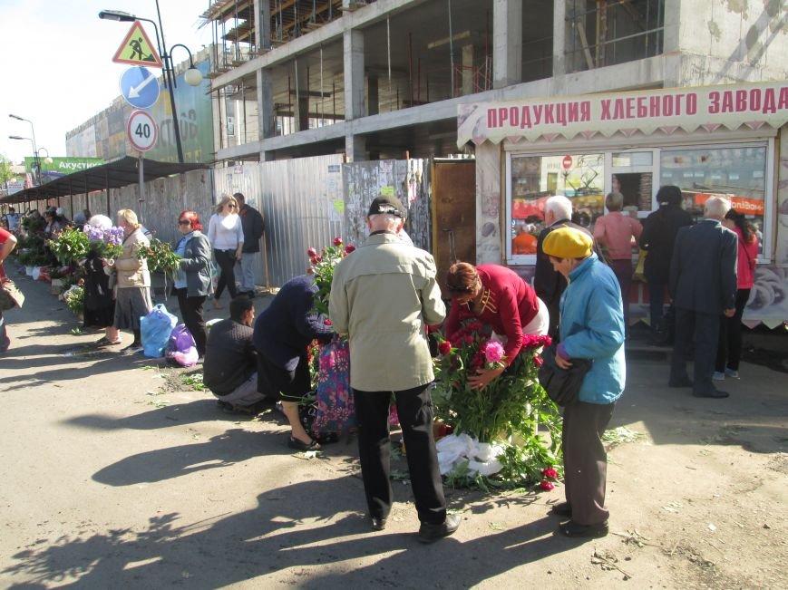 Одесская полиция против цветочников: Продавцы не настроены подчиняться копам (ФОТО), фото-1