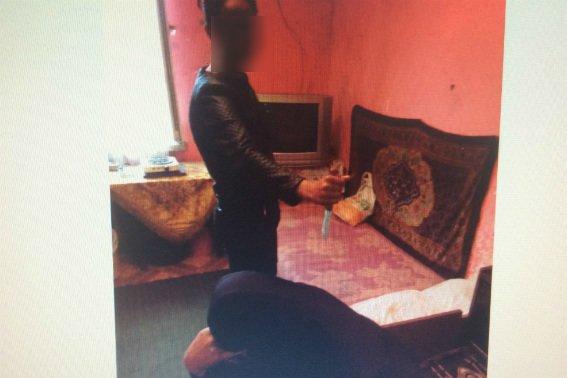 Мешканка Мукачева показала, як встромлювала ніж у спину 49-річного чоловіка: фото, фото-1